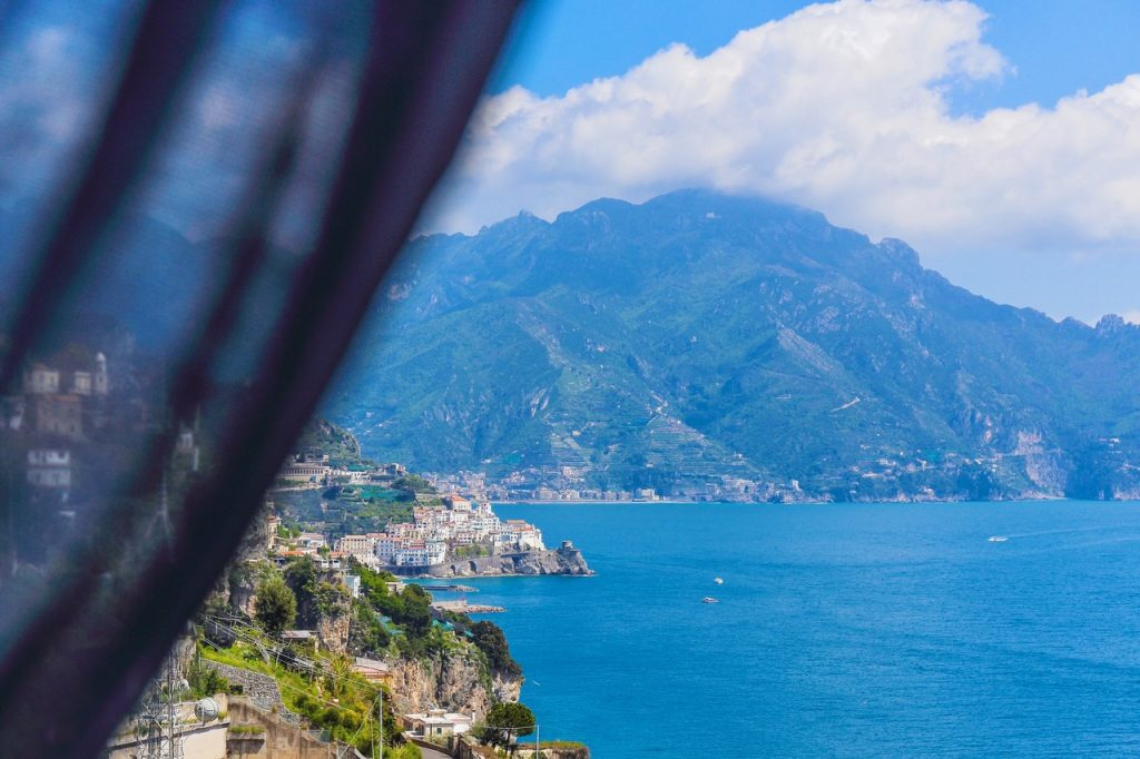 LIVE THE COLOR OF AMALFI