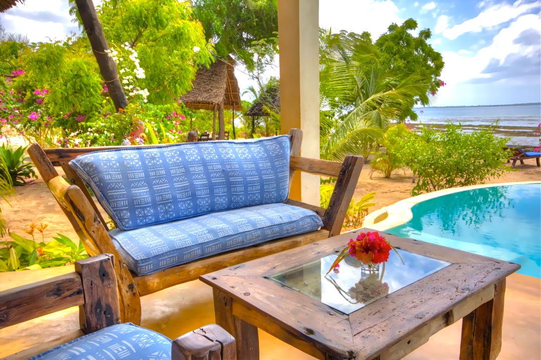 Villa Fuku Lounge Pool 1080x719