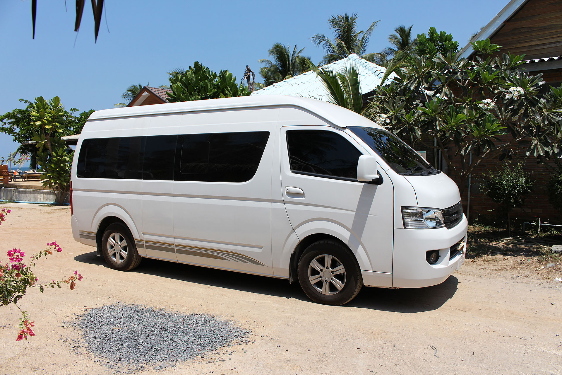 Olakira Camp, Airport Shuttle