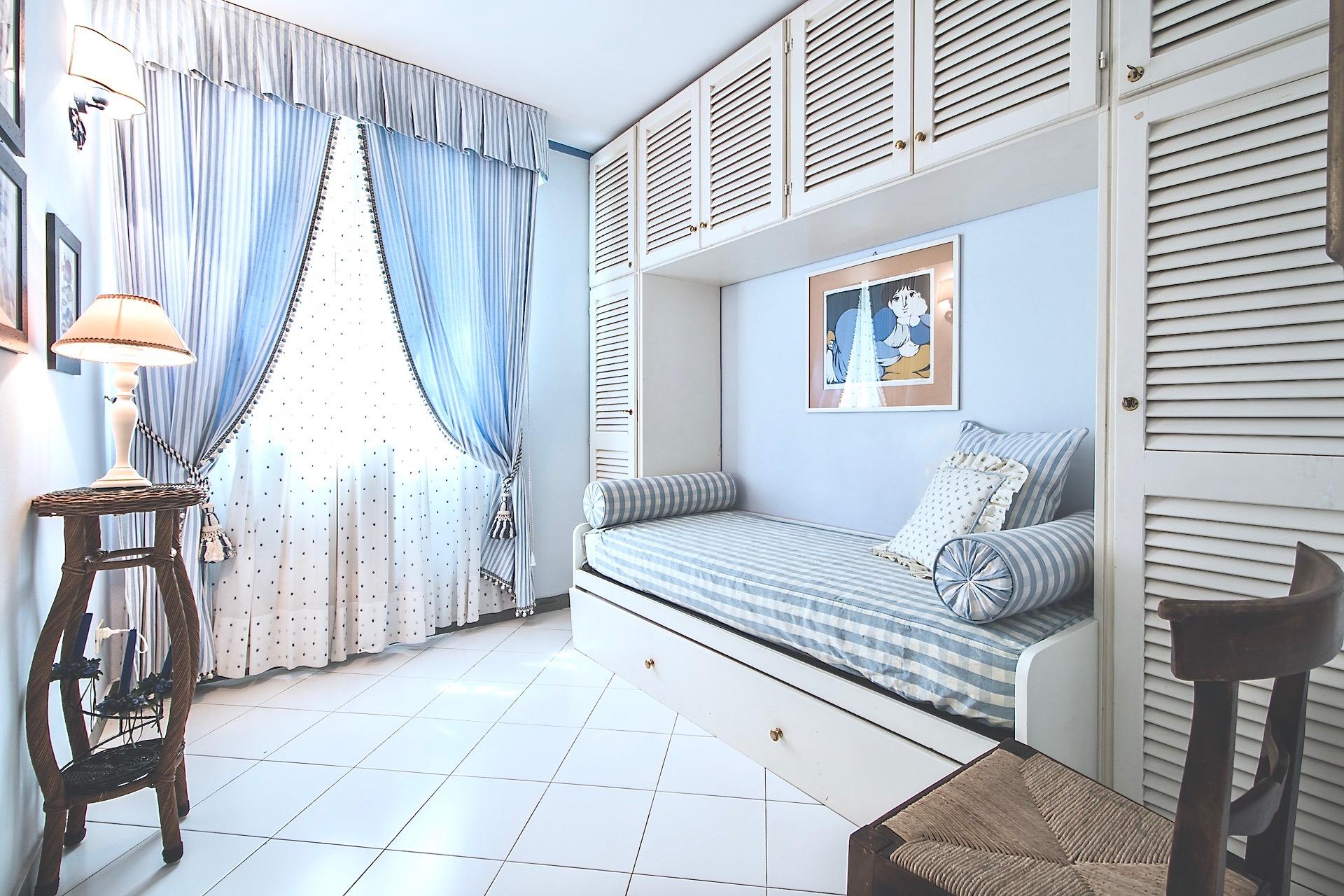Bedroom02 01