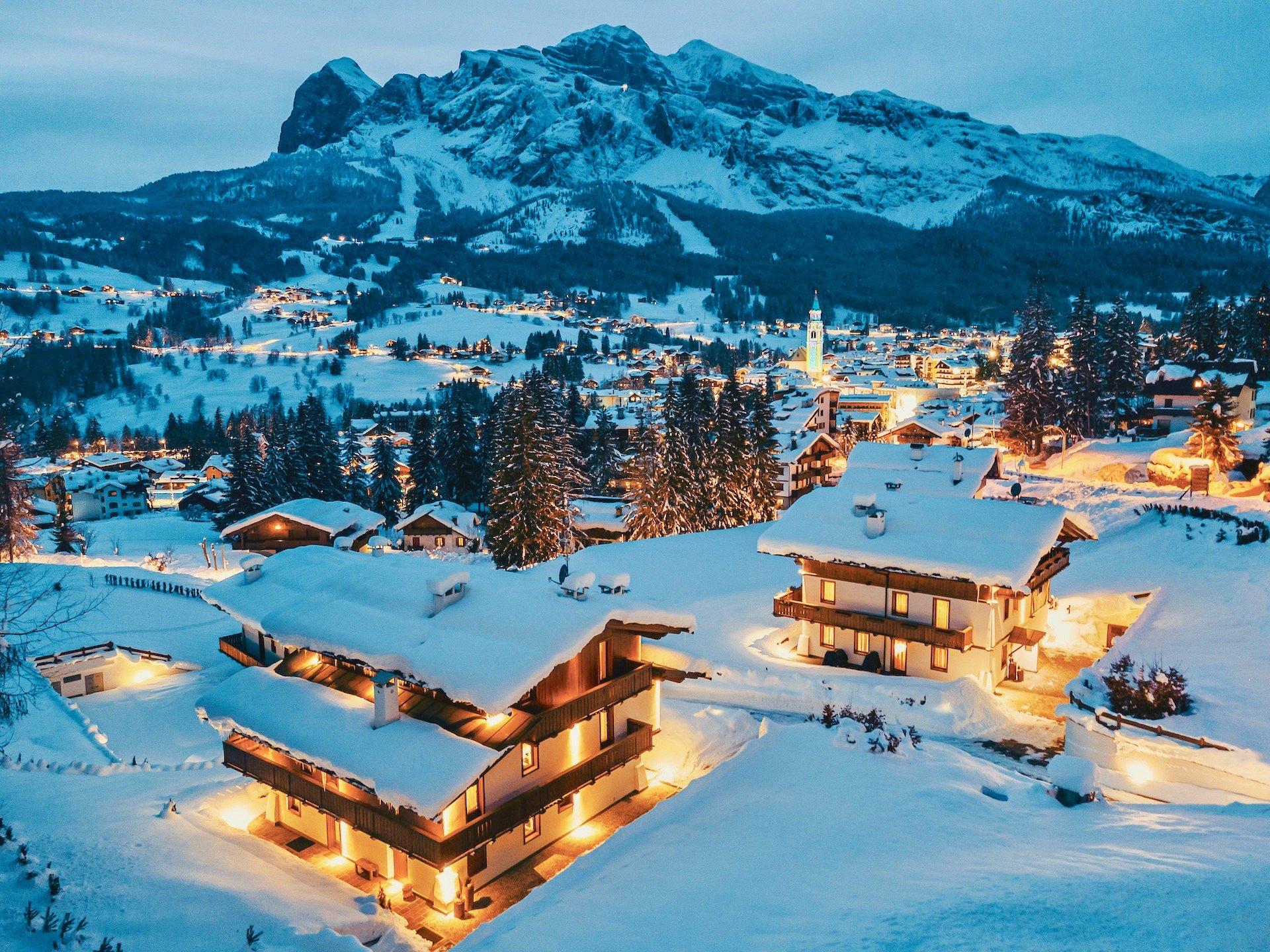 Chalet & Cortina Night View