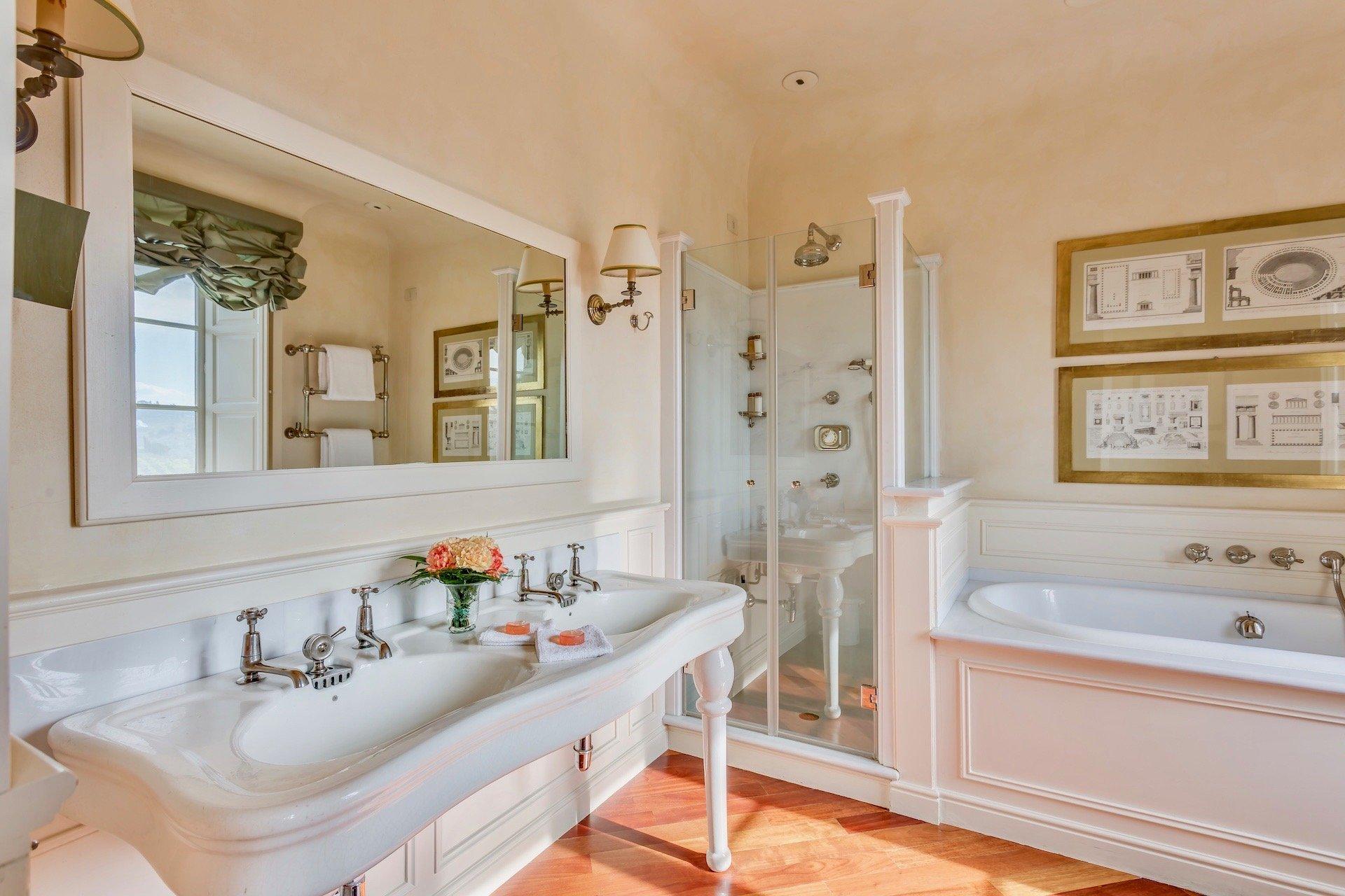 34.The Green Bathroom